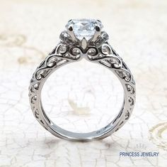 The details on this ring are so beautiful! #engagementring