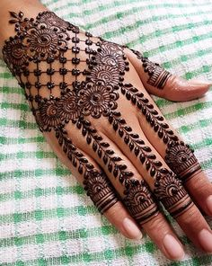 Mehndi Palm Henna Designs, Modern Henna Designs, Henna Tattoo Designs Simple, Khafif Mehndi Design, Indian Henna Designs, Latest Bridal Mehndi Designs, Mehndi Designs For Girls, Mehndi Designs For Beginners, Mehndi Design Pictures