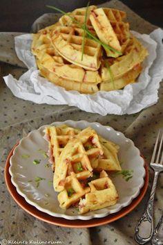 Diese würzigen Schmandwaffeln mit Schinken und Käse sind perfekt als Snack für Zwischendurch oder als Leckerei für das nächste Picknick