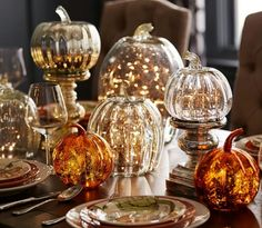 Halloween is about getting spooked. And that usually means you require scary Halloween decorations. Halloween offers an opportunity to pull out all the decorating stop. So get ready to spook up your home with some spooky Halloween home decor ideas below. Modern Fall Decor, Elegant Home Decor, Fall Home Decor, Autumn Home, Halloween Chic, Halloween Home Decor, Halloween Decorations, Vintage Halloween, Cheap Halloween
