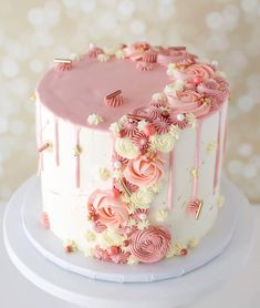 💗 The subtle spatters I did with in rose gold from 💖 Check out the… 16th Birthday Cake For Girls, Birthday Cake Roses, 25th Birthday Cakes, Gateau Baby Shower, Cupcake Cakes, Cupcakes, Elegant Cakes, Floral Cake, Cake Decorating Tips