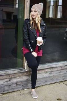 Keep your travel style comfort, but chic with a fabulous leather jacket over a comfortable tunic and leggings. #winterstyle #travelstyle