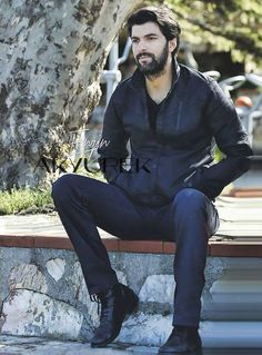 best of engin on Hero Drama, Attractive People, Turkish Actors, Good Looking Men, Best Actor, Best Tv, Photo Poses, Gorgeous Men, Actors & Actresses