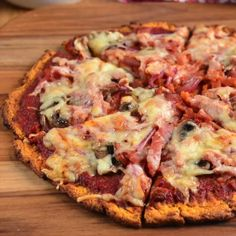 Use the recipe to make the vegan sweet potato pizza crust then top it with your favorite vegan ingredients. Can you believe just how amazing this Sweet Potato Pizza Crust Looks? Delicious with a variety of toppings. Potatoe Pizza, Sweet Potato Pizza Crust, Best Sweet Potato Casserole, Sweet Potato Toppings, Sweet Pizza, Sweet Potato Bread, Gluten Free Coffee Cake, Vegan Recipes, Cooking Recipes