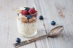 Berry and Chia Yogurt Parfait for a quick protein-loaded snack or breakfast. Healthy Breakfast Recipes, Healthy Snacks, Chia Breakfast, Healthy Recipes, Berry, Post Workout Snacks, Yogurt Parfait, Honey And Cinnamon, The Fresh