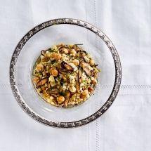 Moghrabieh com confit de pupunha, cogumelos e alho-poró