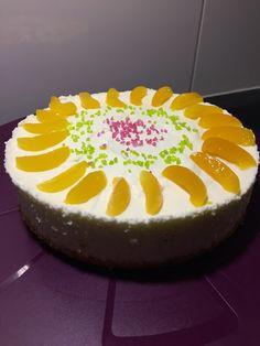 Schnelle - Pfirsich - Quarktorte, ein sehr schönes Rezept aus der Kategorie Torten. Bewertungen: 31. Durchschnitt: Ø 4,3. Cheesecake, Pudding, Food And Drink, Birthday Cake, Sweets, Baking, Desserts, Recipes, Design