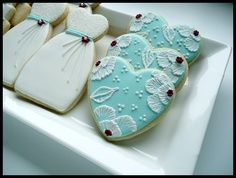 royal icing weding ress cookies | brush embroidery and wedding dress cookies