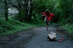 red riding hood little girl photoshoot - Pesquisa Google