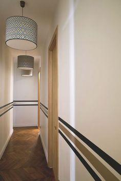 Des lignes de peinture pour décorer un couloir. Plus de photos sur Côté Maison http://petitlien.fr/82t6