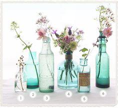 Garrafas encontrados e Flores do jardim Eat Drink Chic
