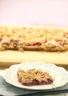 I want one! Healthy, Low Calorie, Strawberry Cream Cheese Oatmeal Bars www.fooddonelight.com