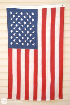 Learn the right way to display our country's flag outside your home.