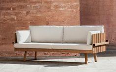Estúdio Cláudia Moreira Salles Design. Furniture, Wooden Sofa, Sofa Design, Home Decor, Wooden Sofa Set, Flat Pack Furniture, Sofa Set, Diy Furniture Projects, Woodworking Furniture