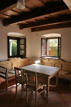 mermu_epitesz_studio_13 Spanish Style Homes, Spanish House, Chalet Interior, Interior Design, Simply Home, Little Cottages, Cottage Renovation, Traditional House, House Plans