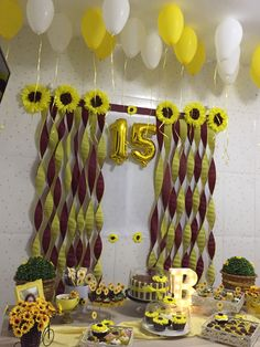 Festa de 15 anos. Tema Girassol 14th Birthday Party Ideas, Cute Birthday Cakes, Baby Girl 1st Birthday, 22nd Birthday, Birthday Decorations, Christmas Decorations, Sunset Party, Sunflower Party, Bunny Party