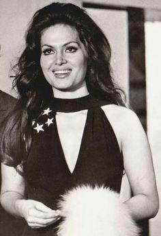 Turkan Soray.Тюркан Шорай Celebrity Stars, Turkish Beauty, Beautiful Girl Photo, Turkish Actors, Best Actor, Woman Face, Girl Photos, Actors & Actresses, Hollywood