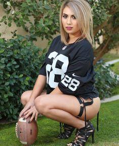 Raiders Cheerleaders, Raiders Girl, Oakland Raiders Football, Ripped Girls, Gangsta Girl, Sexy Shorts, Sport Girl, Sexy Women, Lady