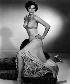 La Estrella (#Star) del viejo y clásico #Hollywood la #Actriz #AvaGardner en antigua #Foto con su esplendor