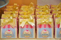 Meu Dia D Mãe - Festa tema Confeitaria- Decor Donna da Casa - Foto Nathy Lugon (25) Birthday Bag, Cupcake, Scrap, Party, Kids, Sweet Like Candy, Sweets, Ice Cream Parlor, Souvenir Ideas