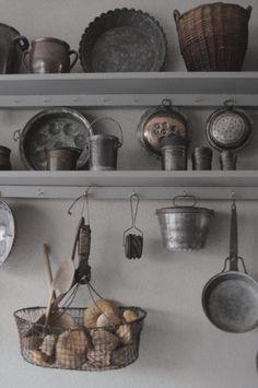 Cozinha Shabby Chic, Kitchen Design, Kitchen Decor, Farm House Colors, Space Interiors, Kitchen Pantry, Vintage Industrial, Vintage Kitchen, Cupboard