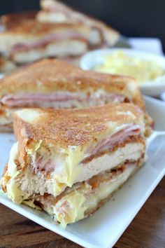 Chicken cordon bleu made into a grilled cheese sandwich? Yep, and you talk about delicious, this chicken cordon bleu grilled cheese is absolutely delicious!