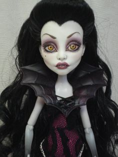 Vamp Monster High wish I could repaint them these are amazing