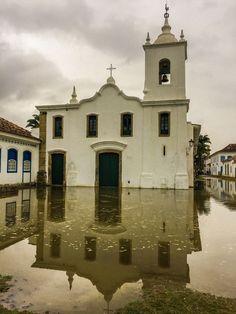 Lugar perfeito, perfeição. Maré sobe e inunda o centro histórico. Magnifico como é o poder da natureza.