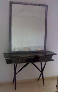 Consola y espejo italianos madera lacada en negro, formica en jaspeado gris años 50.