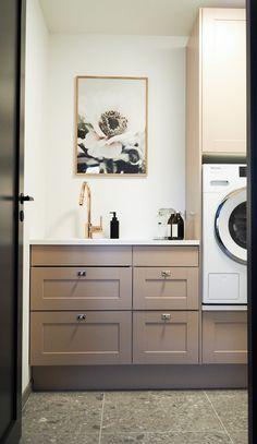 Fargepalett til nytt hus med Jotun Lady 2019 – Studio Lindhjem Jotun Lady, Concrete Bathroom, House Doctor, Stacked Washer Dryer, House Colors, Double Vanity, Nespresso, Ikea, Home Appliances