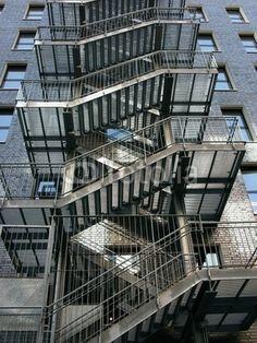 Feuertreppe als Stahlkonstruktion an einem Neubau in der Hanauer Landstraße im Osten von Frankfurt am Main in Hessen