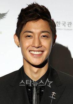 Kim Hyun Joong looking very Western. :)