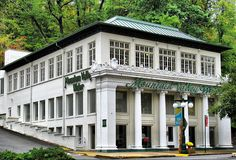 """World headquarters for """"Mountain Valley Water"""" in historic downtown Hot Springs. - My Dream Life Hot Springs Arkansas, Southern Plantations, Eureka Springs, Arkansas Mountains, Cool Photos, National Parks, Places To Visit, Book Table, Backyard"""