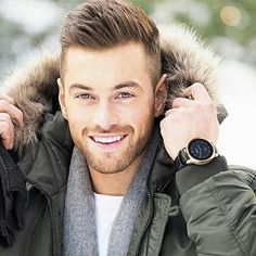 Our expert shows you the hottest fade haircut styles currently trending. From the taper fade to the low fade haircut to the high fade, we show you the best fade haircuts. Undercut Hairstyles, Hairstyles Haircuts, Undercut Pompadour, Medium Hairstyles, Men Undercut, Guy Haircuts, Popular Hairstyles, Wedding Hairstyles, Latest Hairstyles