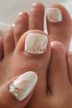 Looking for new and creative toe nail designs? We have a collection of wonderful designs for your toe nails that will be appr Nail Art Designs, Pedicure Designs, Manicure E Pedicure, Nail Designs Spring, White Manicure, Pedicure Ideas, Nails Design, Mani Pedi, Toe Designs