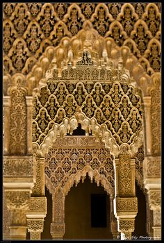 La Alhambra, Granada, Spain Islamic Architecture, Art And Architecture, Architecture Details, Arabesque, Granada Spain, Moorish, Old Art, Islamic Art, Custom Homes