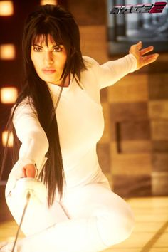 Here's Jacqueline Fernandez in a complete new look from Race 2. And just in case her looks didn't kill, she's also got a fencing foil!
