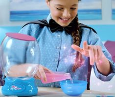 Kids will be able to create their own colorful sea animal world with the beautiful paint oils , magic water and animal model.