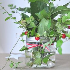 Inspiration - Mason Jar Flower Vase. How simple.