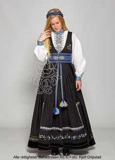 Beltestakk fra Telemark - BunadRosen AS Classy Clothes, Classy Outfits, Costume Ideas, Costumes, Spring Outfits Women, Folk Costume, Medieval Fantasy, Larp, Folklore