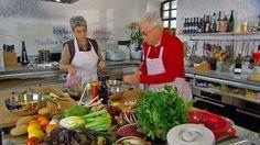 Das Bild zeigt Martina und Moritz, die ein herbstliches Menü kochen. | Bildquelle: wdr