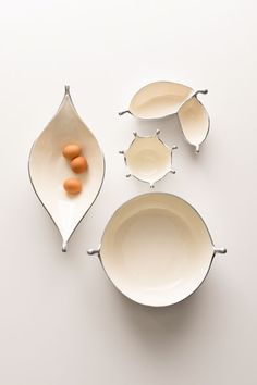 The POD COLLECTION is beautifully organic, simple, yet voluptuous. Claylike and sensual in form, it has a tactile quality. Anything served in these dishes is transformed. By Nima Oberoi Lunares.