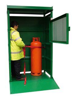 ALMACENES - BOTELLAS DE GAS. CT2. Con capacidad para 8 botellas de 285 mm de diámetro.
