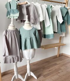 It's a match! Online findet ihr viele Outfits die zusammen passen und miteinander kombinierbar sind. #coucoufashion #kidsfashion #kinderkleidung #kids #mädchenkleidung #bubenkleidung #boyfashion #musselin #musselinhose #musselindress #musselinclothing Tunic Tops, Outfits, Fashion, Kids Wear, Moda, Suits, Fashion Styles, Fashion Illustrations, Kleding