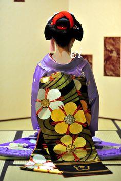 Geisha (芸者), geiko (芸子) or geigi (芸妓)