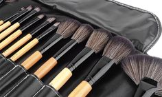Make-up art is in your hand with this set that includes 32 wooden professional brushes, all wrapped in a stylish black faux leather case Lipstick Brush, Mascara Brush, Eyebrow Brush, Makeup Brush Set, Fan Brush, Make Up Art, Blush Brush, Black Faux Leather, Mascaras