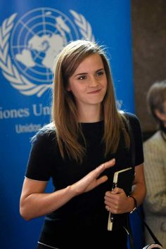 See Emma Watson pictures, get the latest on the Harry Potter star's life and loves and see how Hermione got all grown up! Emma Watson Estilo, Emma Watson Casual, Enma Watson, Emma Watson Beautiful, Brown Blonde Hair, Grunge Hair, Zooey Deschanel, Pretty People, Role Models