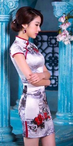 Cheongsam dresses of Asian beauty Asian Beauty T's media statistics and analytics愼 ☼ ριητεrεsτ policies respected. Beautiful Chinese Women, Beautiful Asian Girls, Oriental Dress, Cheongsam Dress, Sexy Asian Girls, Ao Dai, Traditional Dresses, Asian Fashion, Asian Woman