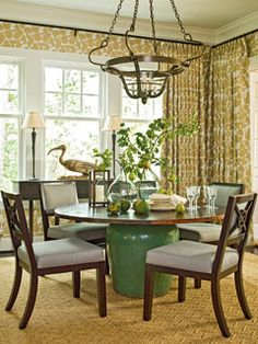 Ceramic pot as a table pedestal -- would be nice with some McGuire rattan dining chairs Round Dining Table, Dining Area, A Table, Dining Rooms, Nook Table, Table Bases, Round Tables, Kitchen Tables, Small Dining