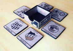 Jogo Suporte de Copos Pirografado - 6 peças + caixa; Tema - Paraná Clube/Futebol; Aceito encomendas - 41 88319278.